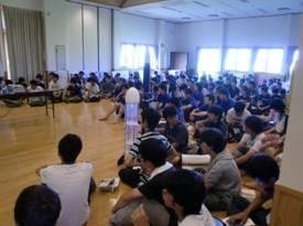 発表を聞く学生